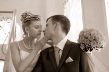 Фотосъемка свадьбы Виталия и Виктории в Могилеве - молодожены в ЗАГС-е